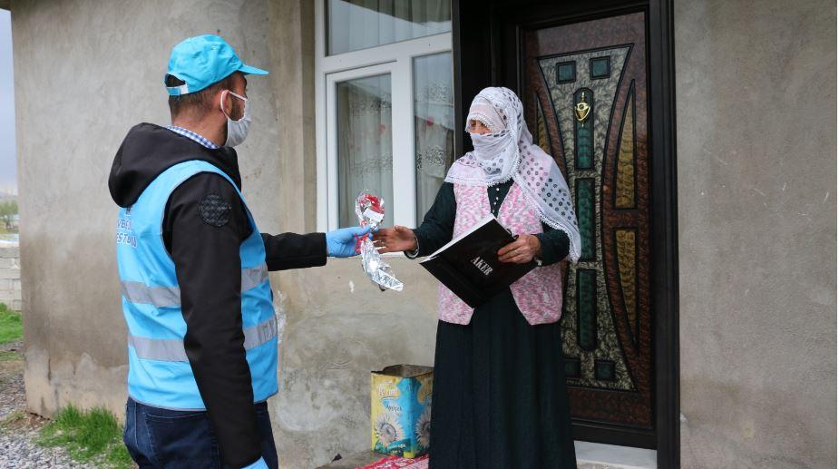 Erciş'teki 100 yaşın üstündeki annelerin Anneler Günü kutlandı