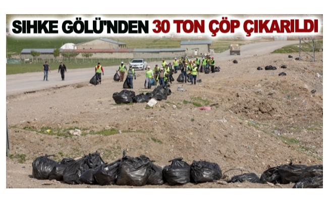 Sıhke Gölü'nden 30 ton çöp çıkarıldı