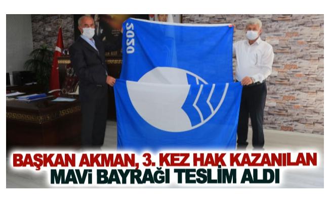 Başkan Akman, 3. kez hak kazanılan mavi bayrağı teslim aldı