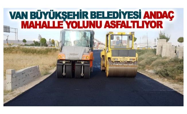 Van Büyükşehir Belediyesi Andaç Mahalle yolunu asfaltlıyor