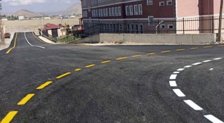 Van Büyükşehir, Gürpınar'da 13,5 kilometrelik yolu asfaltlıyor