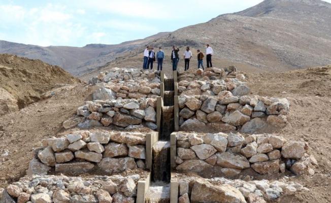 Gürpınar'ın Susuz Köy'üne 50 yıl sonra su verildi