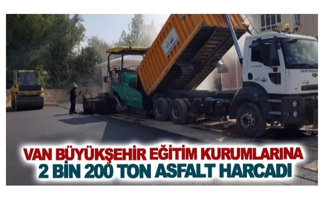 Van Büyükşehir eğitim kurumlarına 2 bin 200 ton asfalt harcadı