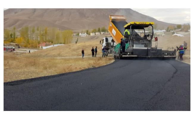 Van Büyükşehir Belediyesi Ortaköy Mahalle yolunu asfaltladı