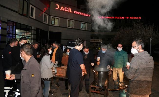 Tuşba Belediyesinden sağlık ve güvenlik çalışanlarına sıcak çorba ikramı
