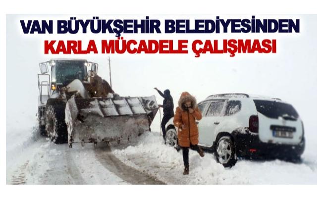 Van Büyükşehir Belediyesinden karla mücadele çalışması