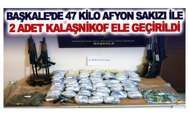 Başkale'de 47 kilo afyon sakızı ile 2 adet Kalaşnikof ele geçirildi