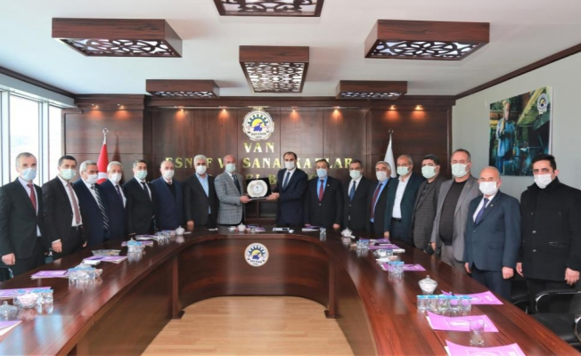 Esnaf ve sanatkarlardan Başkan Akman'a teşekkür plaketi