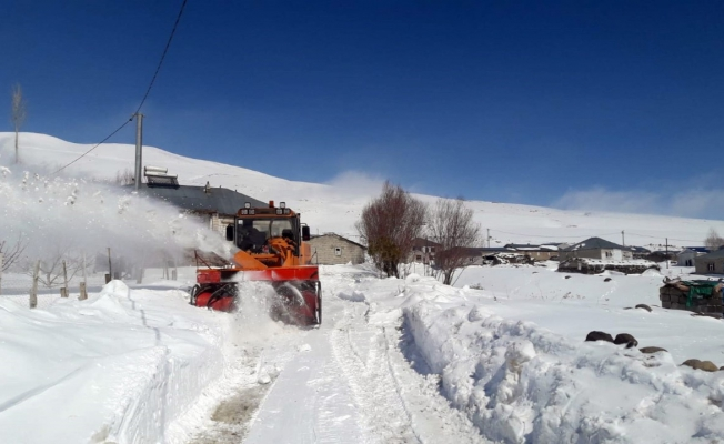 büyükşehir belediyesinin kar mesaisi sürüyor