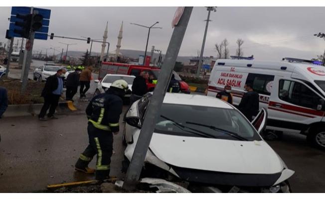 Erciş'te trafik kazası: 3 yaralı