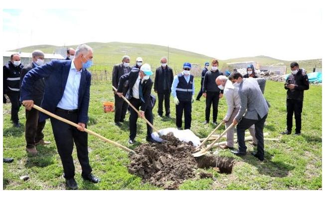 Tuşba Belediyesinden 'Model Ceviz-Badem Bahçesi' projesi
