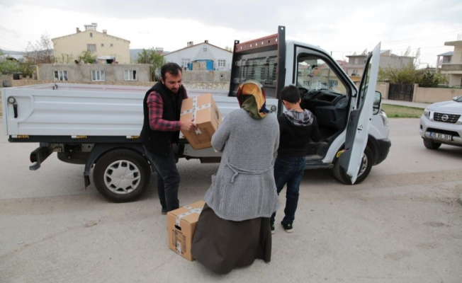 Van Büyükşehir Belediyesinden ihtiyaç sahiplerine Ramazan kolisi