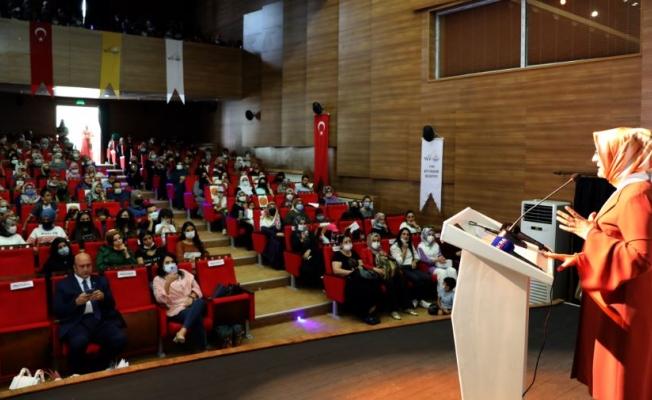 Büyükşehir Belediyesi'nden Anne Baba Okulu semineri