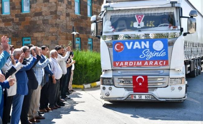 Van AFAD'dan Karadeniz'e yardım malzemesi gönderildi
