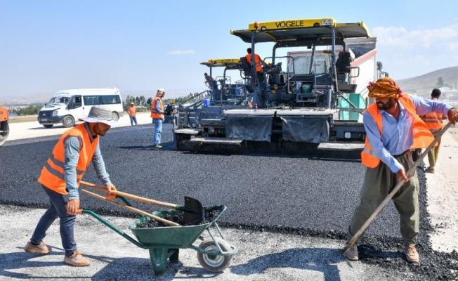 Van Çevre Yolu'nun ilk asfaltı döküldü