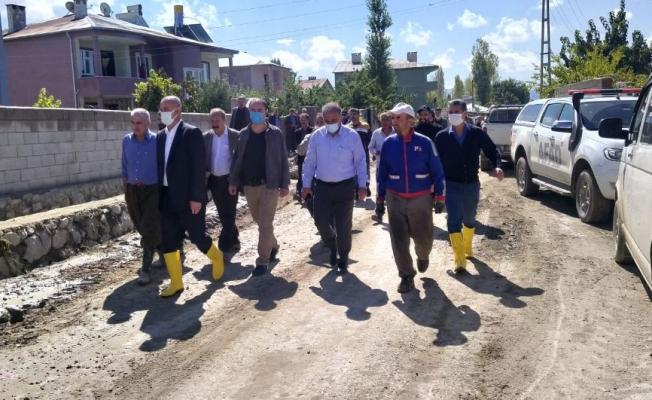Tuşba Belediye Başkanı'ndan sel görünen mahalleleri ziyaret etti