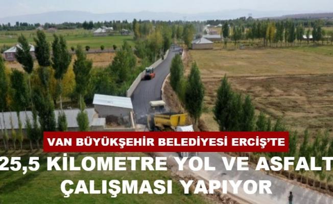 Büyükşehir Belediyesi Erciş'te 12 noktada asfalt çalışması yapıyor