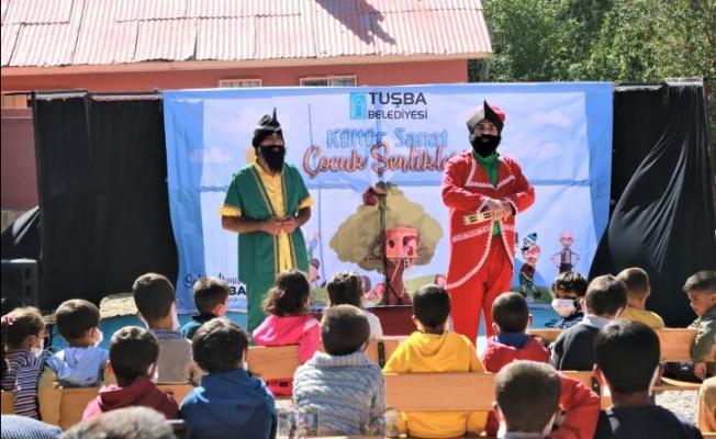Tuşba Belediyesi'nden öğrencilere tiyatro gösterisi