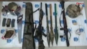 Van'da patlama sonrası ele geçen silah ve mühimmatlar