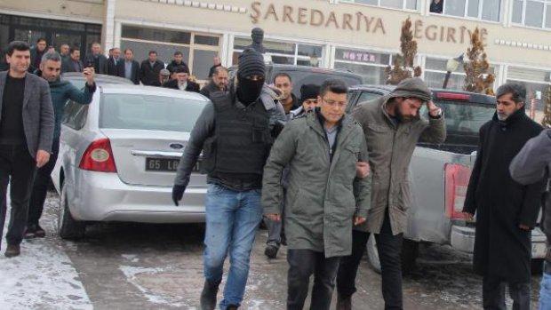 Muradiye Belediye Başkanı DBP'li Tunç gözaltına alındı
